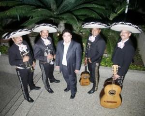 mariachi internacional 2000 con su imitador de juanga en caracas